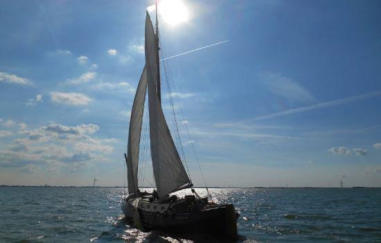 Plattbodenschiff ohne Skipper: Net vom e Nocht