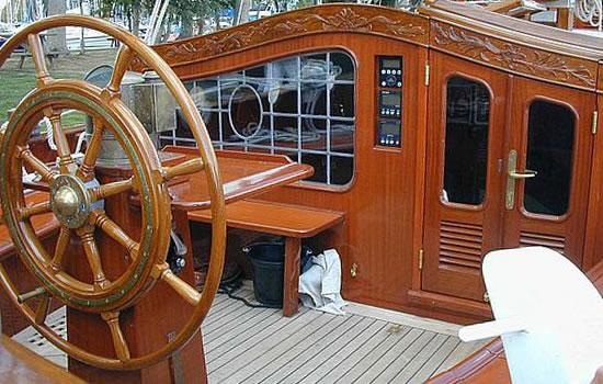 An Deck der Windbreeker: Cockpit